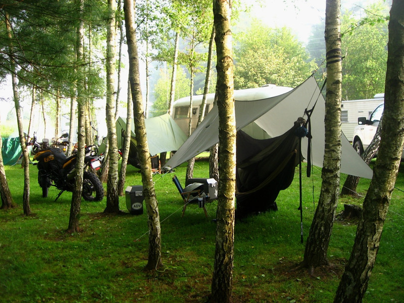 the hammock is a warbon  1 1 double layer  he used an arrowhead equipment kickass quilts lost river 2 3rds underquilt  hammock tents   super linky   got one  tell us about it and post      rh   advrider